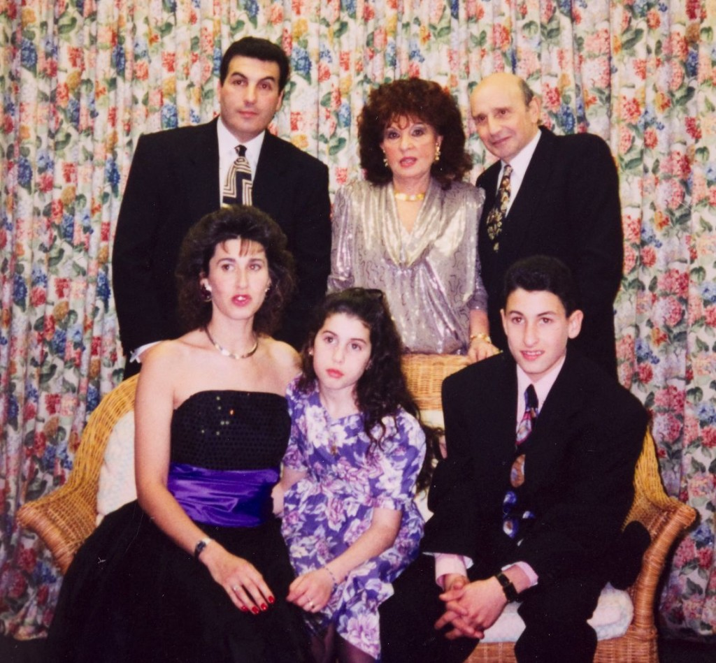 Amy and family at Alexs barmitzvah party 1992 courtesy of Jewish Museum London and Winehouse Family