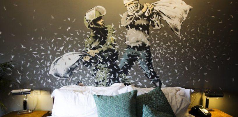 Бэнкси открывает отель с видом на стену, разделяющую Израиль и Палестину
